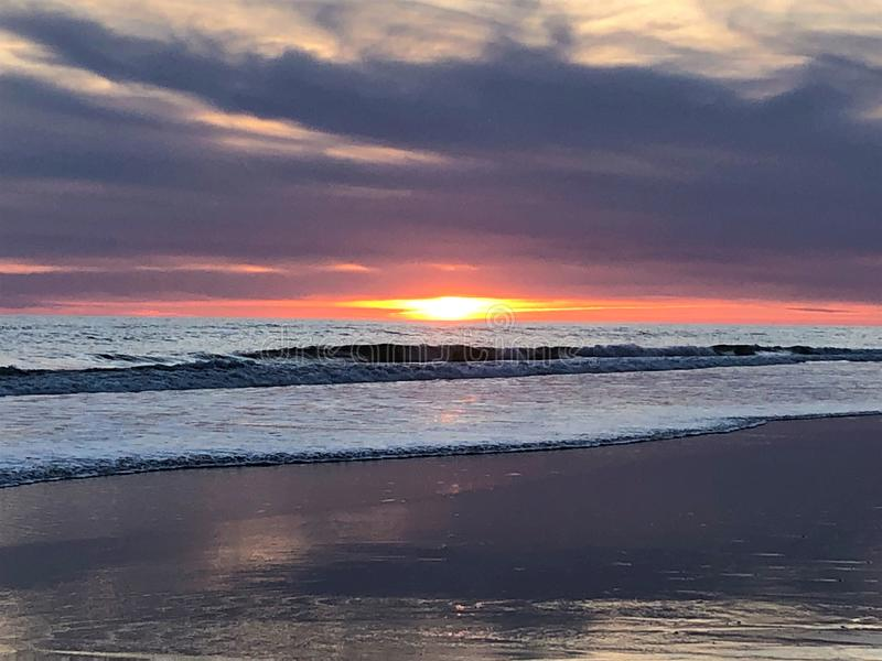 Cuento de hadas y puesta del sol mágica en Matalascanas, provincia de Huelva, Andalucía, España imagen de archivo
