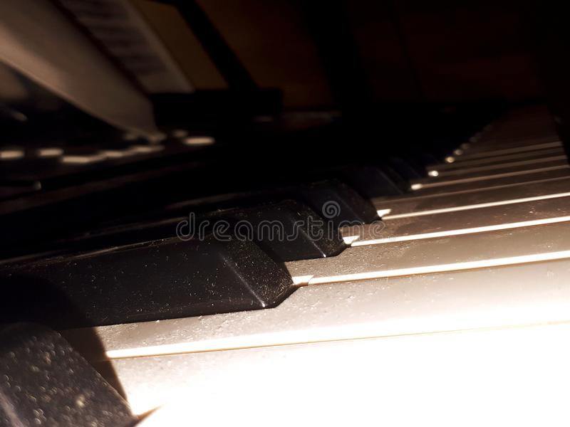 cuentos pian del blanco de la calma de la música foto de archivo libre de regalías