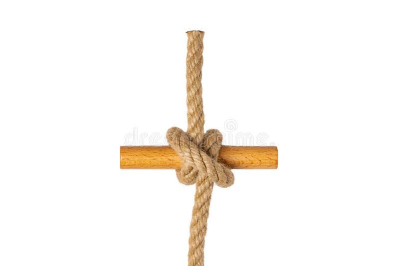 Cuerda aislada Primer de la figura nodo o nudo del tirón de clavo de una cuerda marrón aislada en un fondo blanco Nudo de la mari fotografía de archivo