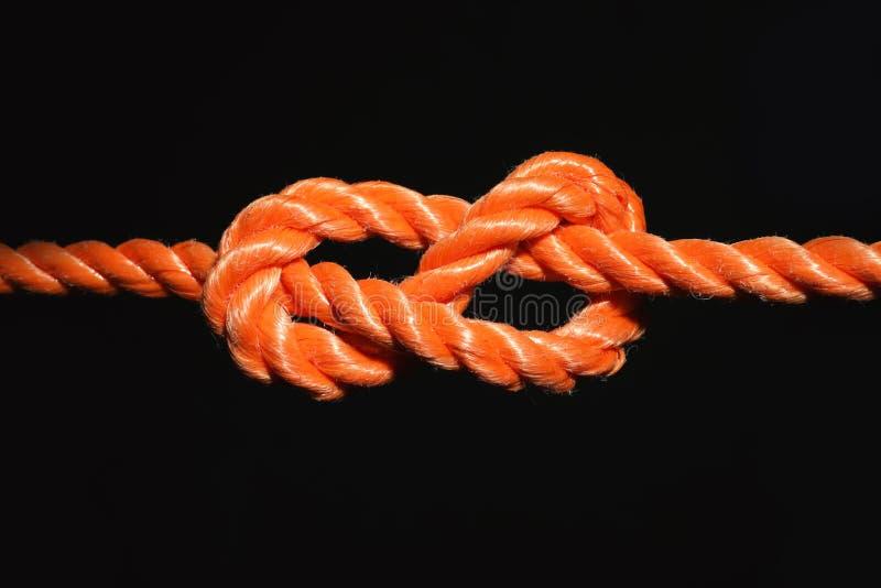 Cuerda anaranjada con el nudo imagen de archivo libre de regalías