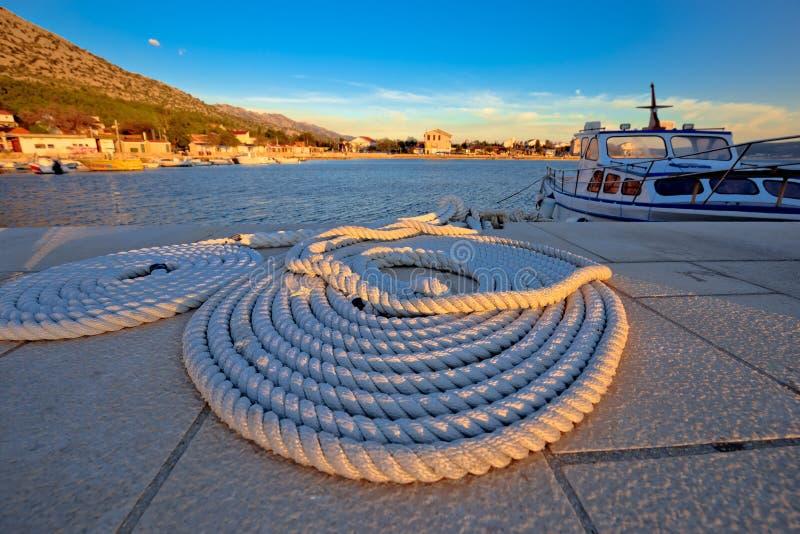 Cuerda de barco en la opinión de la puesta del sol imágenes de archivo libres de regalías