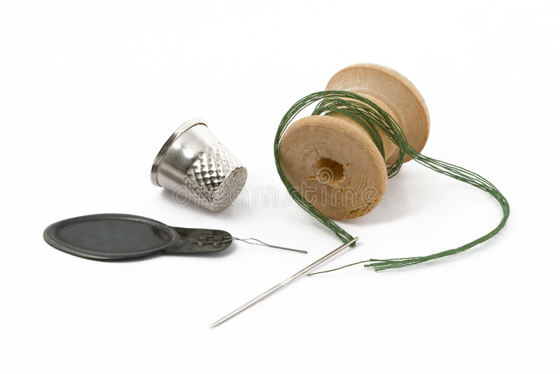 Cuerda de rosca, dedal y aguja fotos de archivo