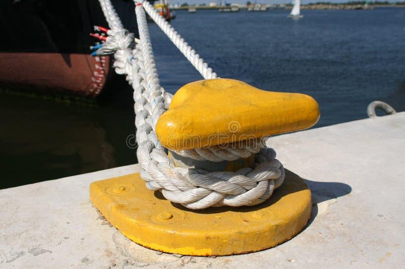 Cuerda del gancho de leva y de la nave de la amarradura imagenes de archivo