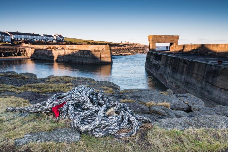 Cuerda en el puerto de Craster imagen de archivo