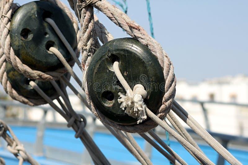 Cuerda en un barco foto de archivo libre de regalías