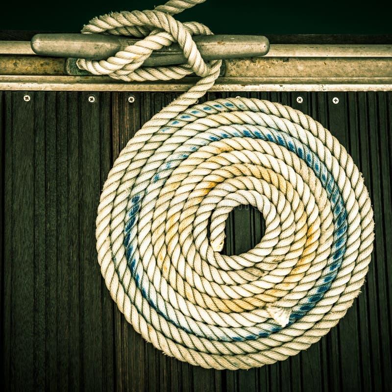 Cuerda náutica de la amarradura fotografía de archivo libre de regalías