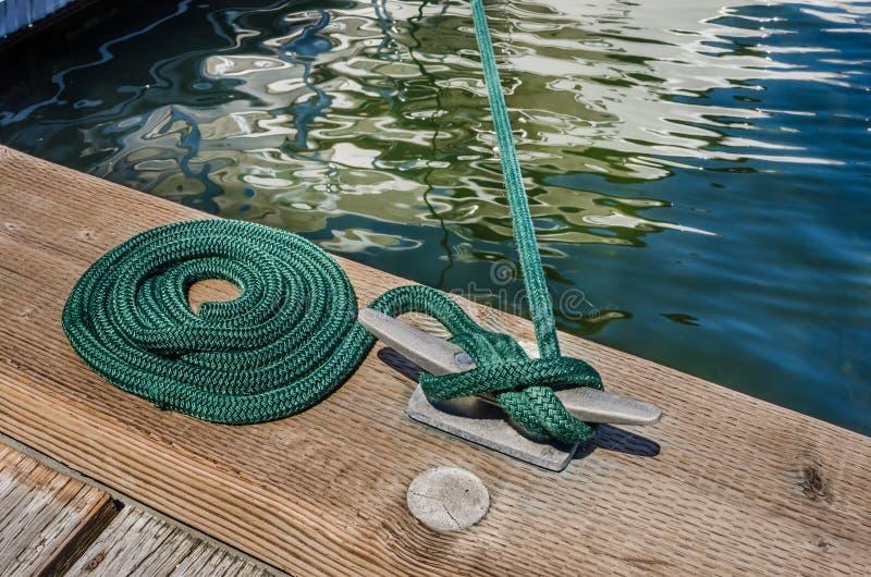 Cuerda náutica de la amarradura foto de archivo libre de regalías