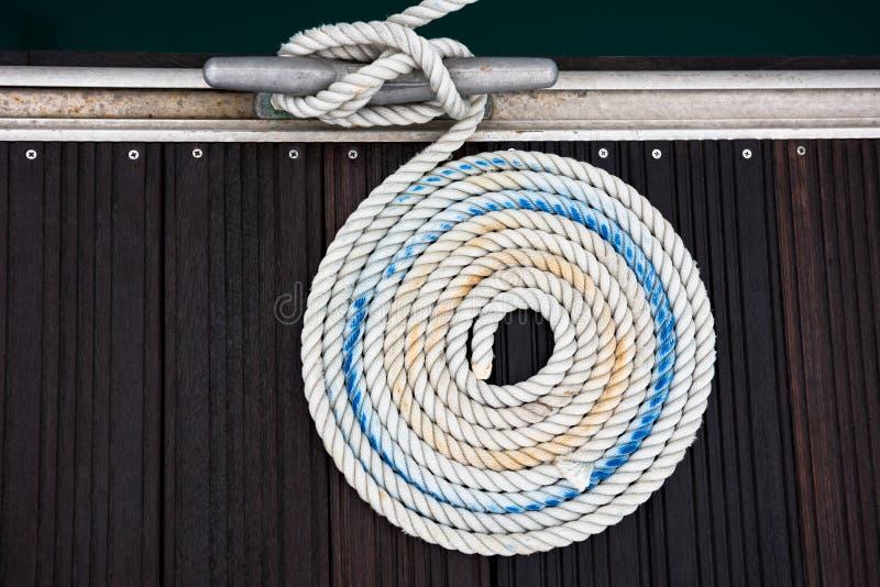 Cuerda náutica de la amarradura imágenes de archivo libres de regalías
