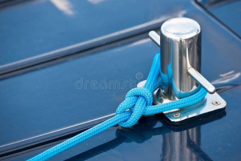 Cuerda náutica de la amarradura fotografía de archivo