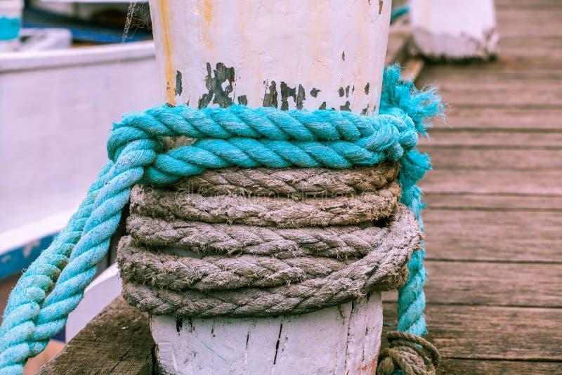 Cuerda que amarra gruesa fotografía de archivo libre de regalías