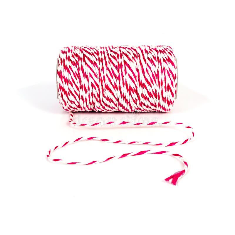 cuerda roja y blanca rodada en blanco imagenes de archivo