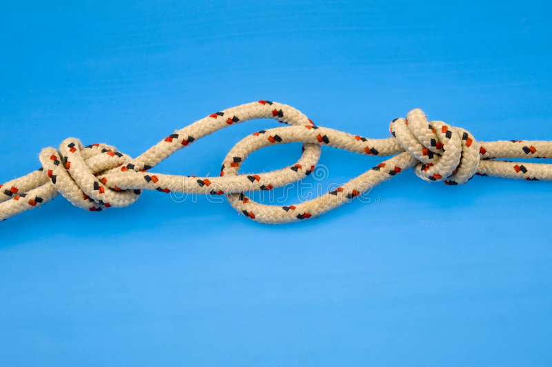 Cuerdas anudadas de la escalada fotografía de archivo