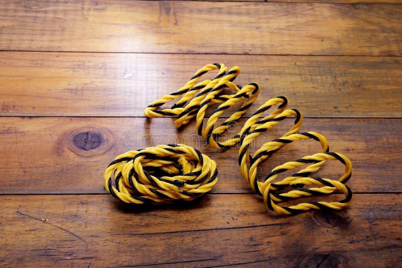Cuerdas de nylon amarillas imagen de archivo