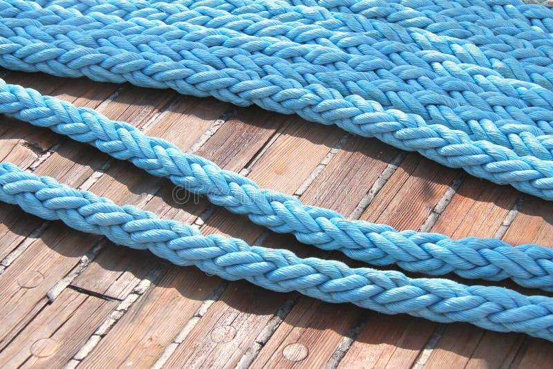 Cuerdas en la cubierta fotos de archivo libres de regalías