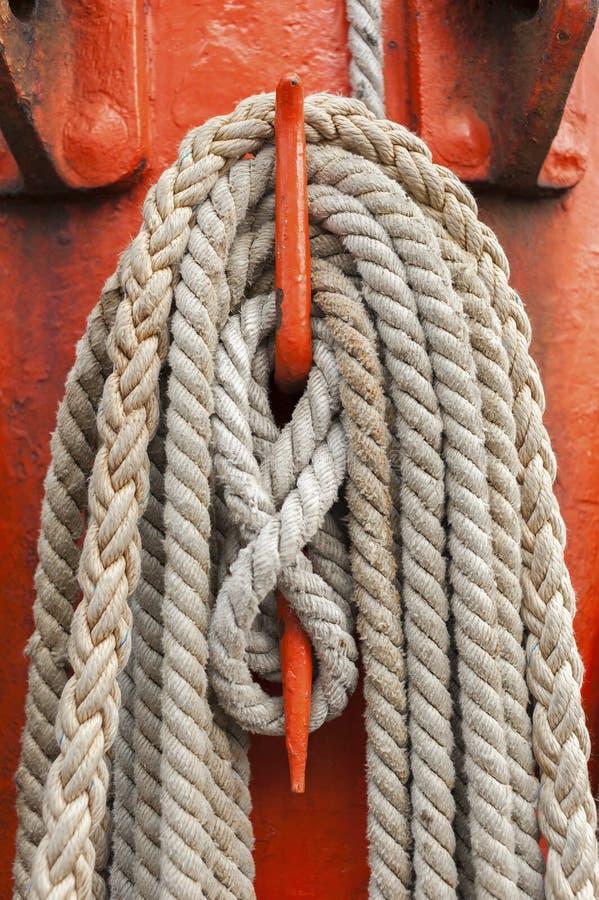 Cuerdas y palo foto de archivo