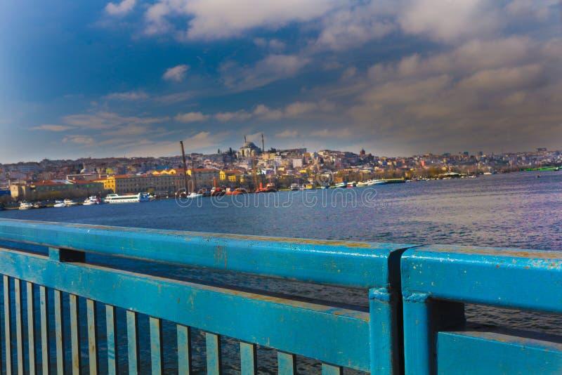 Cuerno de oro y Balat del puente Estambul de Unkapani fotografía de archivo libre de regalías