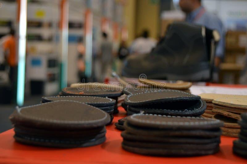 Cuero para los zapatos de vestir y las botas foto de archivo libre de regalías