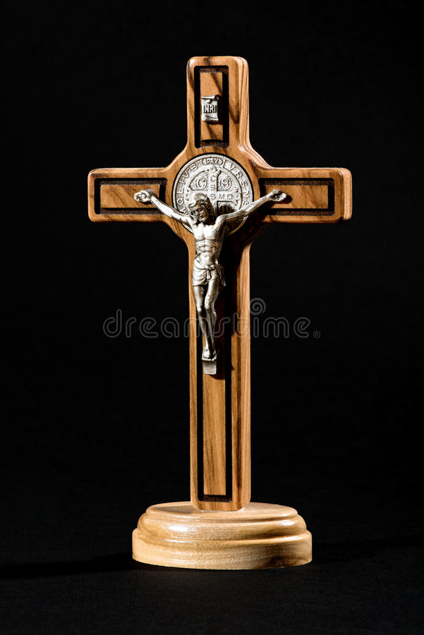Cuerpo crucificado de Cristo en una cruz imagenes de archivo