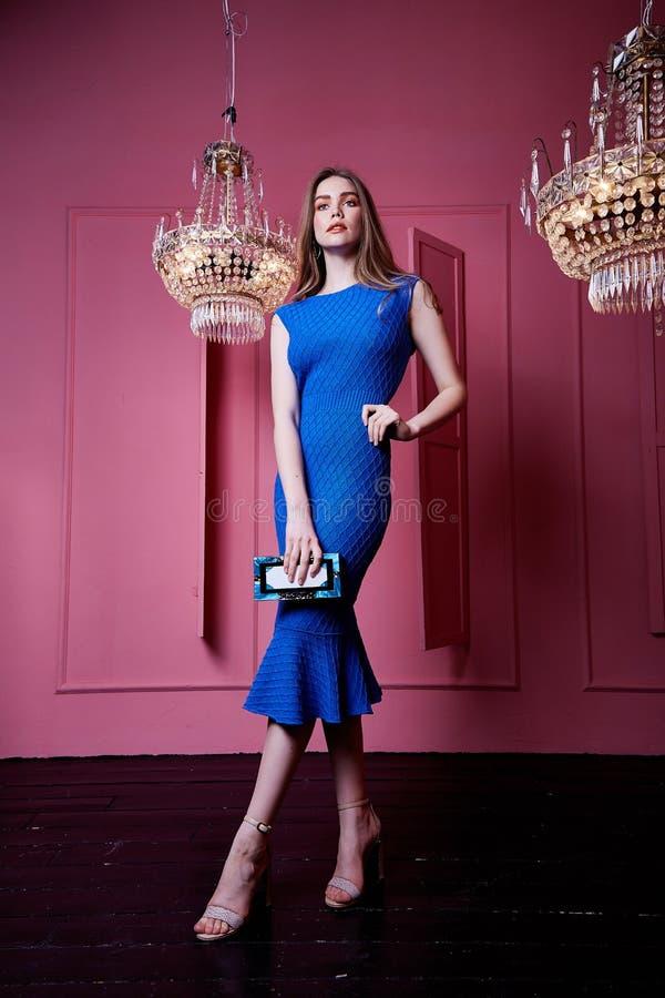 Cuerpo Flaco S Casual De Mujer Del Vestido Azul Bonito Atractivo ...