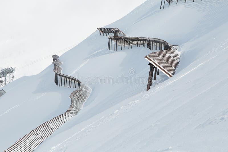 Cuesta con la verja de Avalanch fotografía de archivo libre de regalías