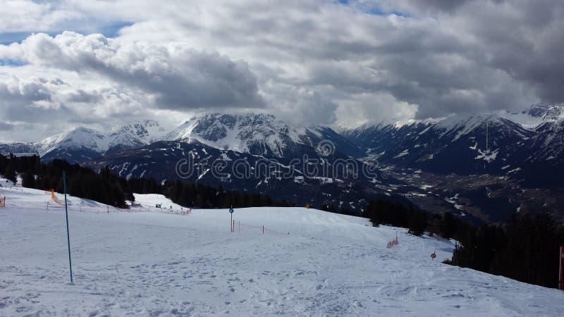 Cuesta del esquí imagenes de archivo