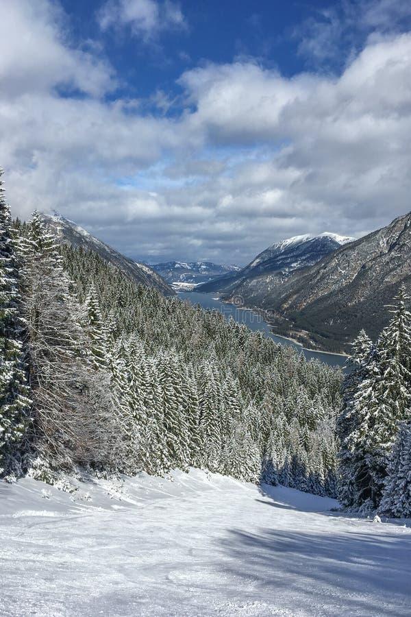 Cuesta del esquí en Austria foto de archivo