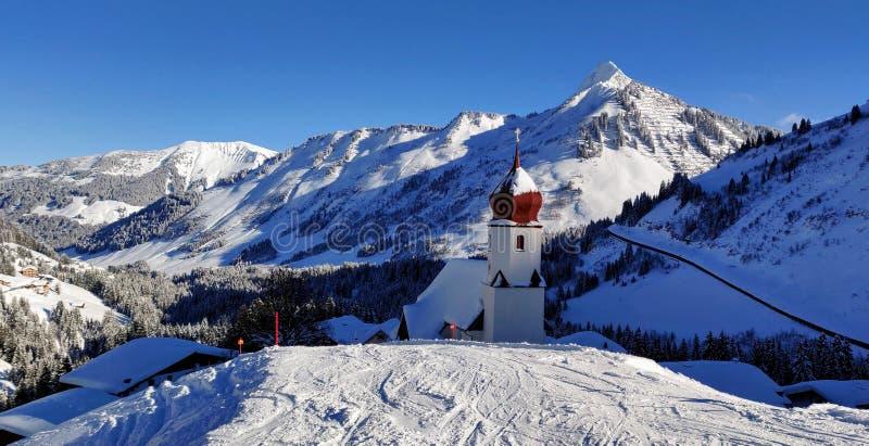 Cuesta del esquí en Damüls imágenes de archivo libres de regalías