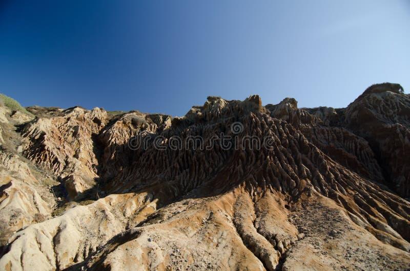 Cuestas cerca del rastro de Loma Point en el parque de Tidepools imagenes de archivo