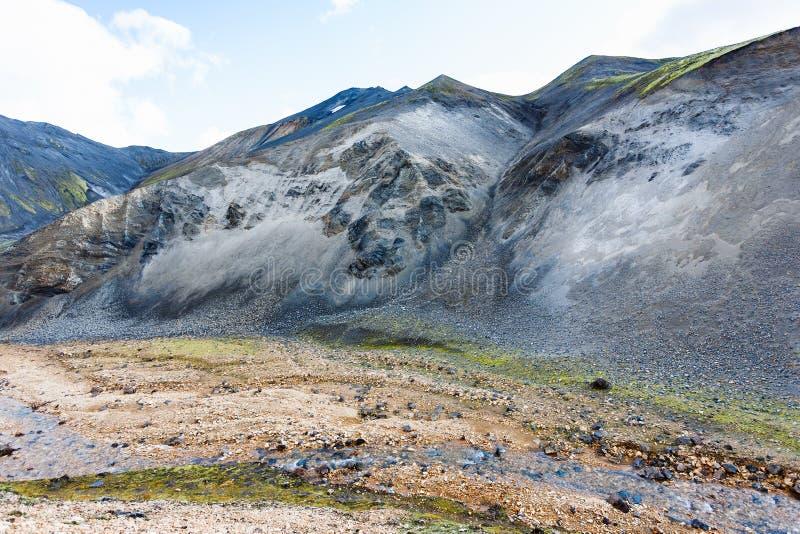 cuestas de montaña del barranco de Graenagil en Islandia fotografía de archivo