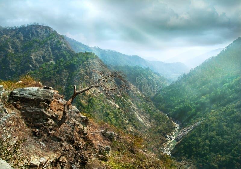 Cuestas del barranco de la montaña fotos de archivo libres de regalías