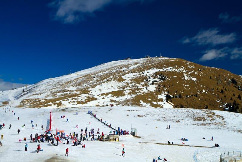Cuestas del esquí imagenes de archivo