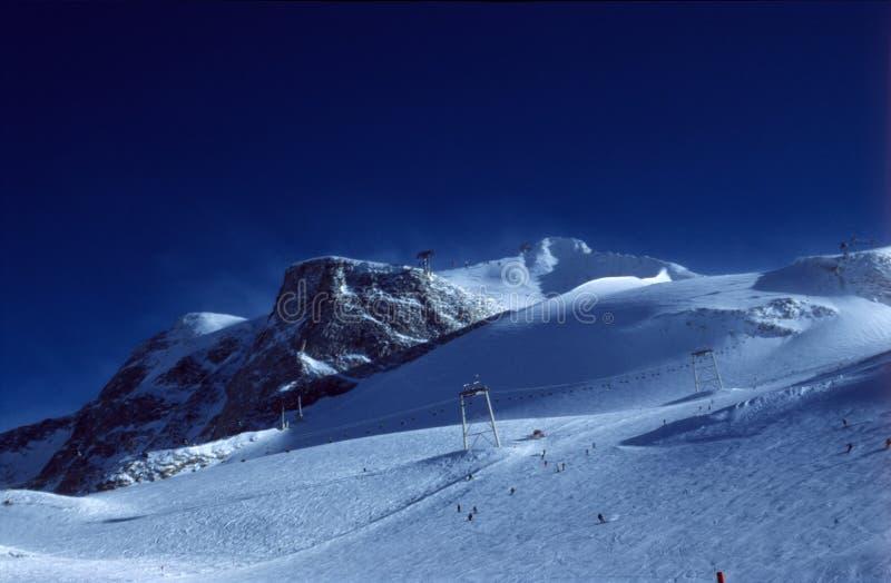 Cuestas del esquí fotografía de archivo libre de regalías