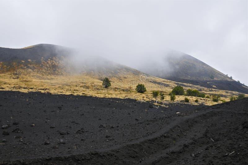 Cuestas nubladas del monte Etna, Sicilia foto de archivo
