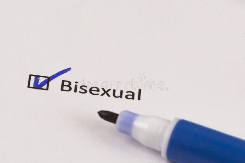 Cuestionario, encuesta Caja comprobada con el marcador bisexual y azul de la inscripción foto de archivo