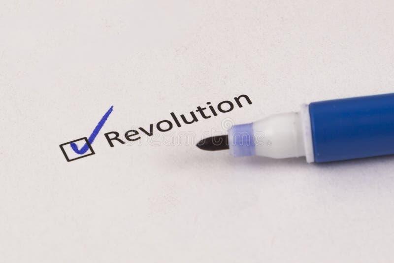 Cuestionario, encuesta Caja comprobada con la revolución de la inscripción y el marcador azul fotografía de archivo