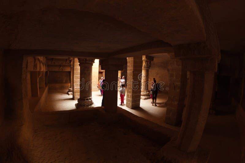 Cueva budista en el fuerte de Uparkot fotos de archivo libres de regalías