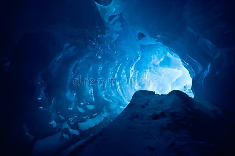 Cueva de hielo azul imagenes de archivo