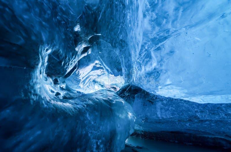 Cueva de hielo de Islandia imagenes de archivo