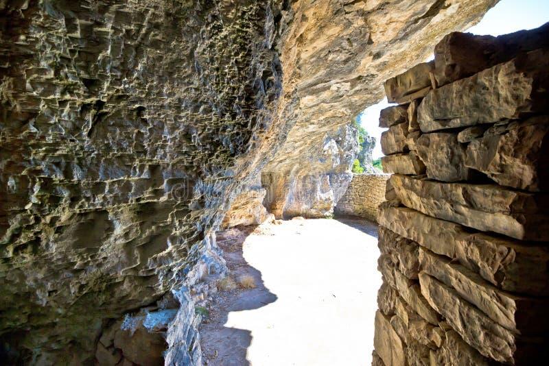 Cueva de la guarida de la Segunda Guerra Mundial de Tito secreto foto de archivo
