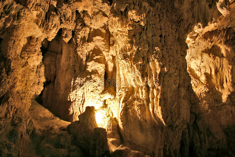 Cueva de la piedra caliza imagenes de archivo
