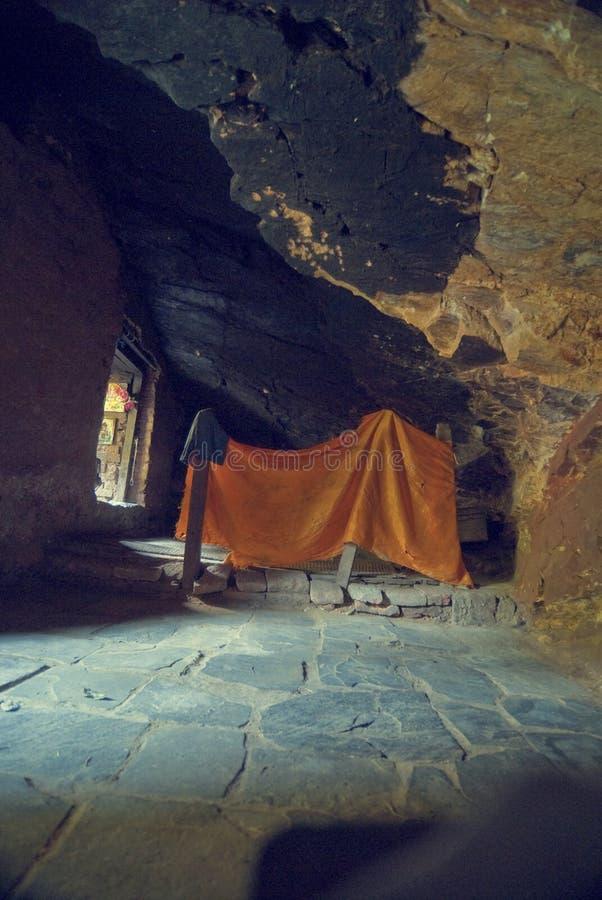 Cueva de la yoga del gurú fotos de archivo