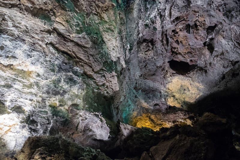 Cueva de los Verdes的内部在兰萨罗特岛 洞的内景照明 库存图片