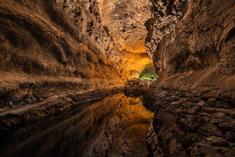 Cueva de los Verdes Atração turística em Lanzarote, tubo de lava vulcânico surpreendente imagens de stock royalty free