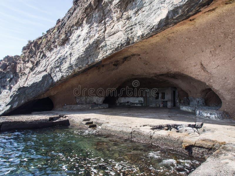 Cueva de Sataria, isla de Pantelleria, Italia imágenes de archivo libres de regalías