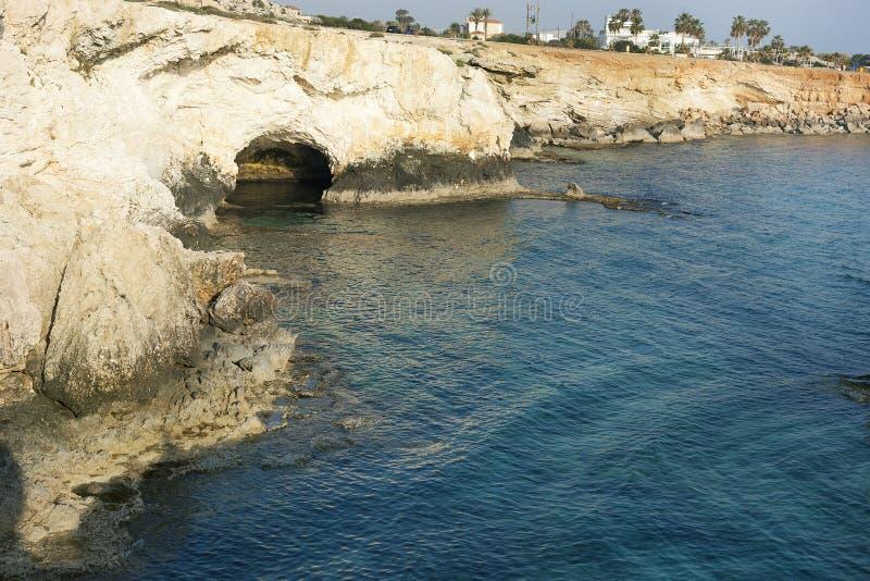 Cueva del mar en laguna del azul del mar Mediterráneo foto de archivo libre de regalías