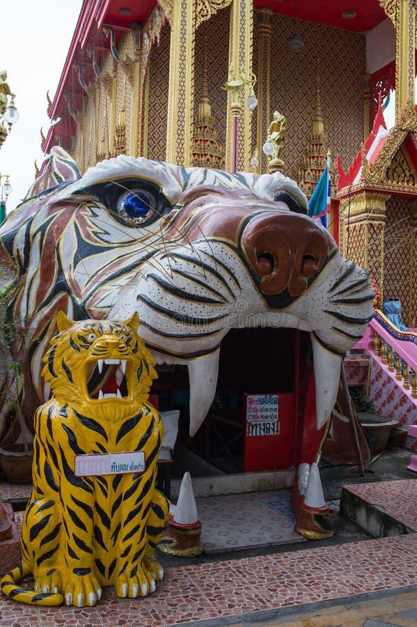 Cueva del tigre en el templo de Wat Ta Khian, provincia de Nothaburi, Tailandia fotos de archivo libres de regalías