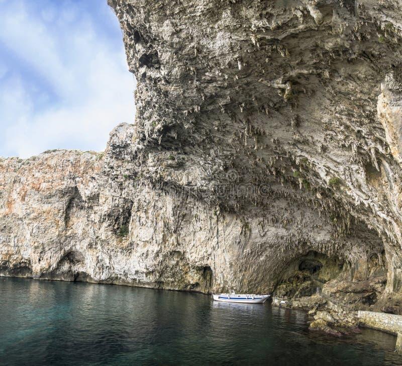 Cueva, gruta, zinzulusa del grotta fotografía de archivo