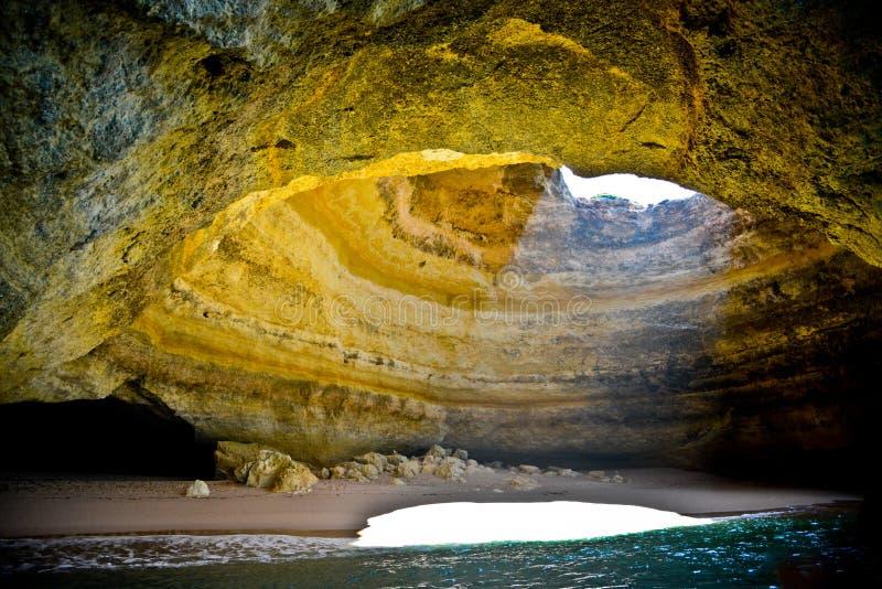 Cueva hermosa en el Algarve, Portugal imagen de archivo libre de regalías