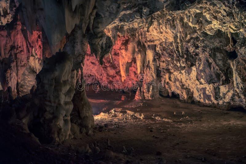 Cueva iluminada en el Wondercave en el parque del león y del rinoceronte, Suráfrica fotos de archivo libres de regalías