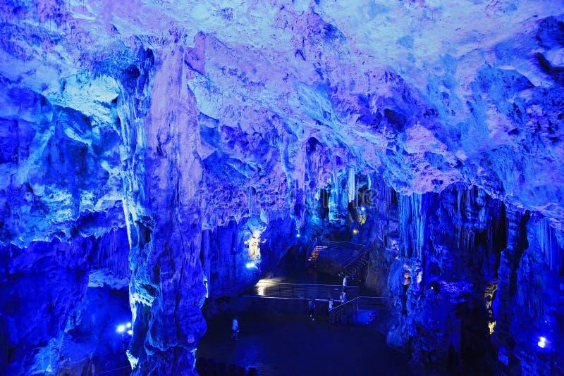 Cueva iluminada, Gibraltar, Europa del ` s de San Miguel imagen de archivo libre de regalías